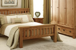 Traditional oak slattedd bedstead